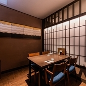 プライベートな集まりのための個室や半個室を用意