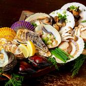 旬に合わせて常時15~25種類。焼き上がる香ばしい貝の香りがたまらない!『貝賊焼き盛り合わせ7種』