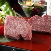 霜降り肉と赤身肉を食べ比べできる『記念日5,500円コース』