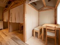 2Fの個室。清潔感あふれる個室は女子に人気