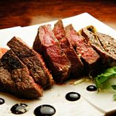 メインディッシュとしても、ワインのお供としても万能な一皿『信州産牛ランプステーキ』