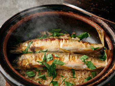 旬の食材の魅力を最大限に引き出す『季節の炊き込みご飯 2人前』