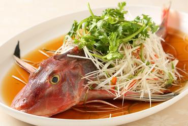 滋味深い味わいを堪能。手間暇かけてつくられた逸品『フカヒレとスッポンの薬膳蒸しスープ』