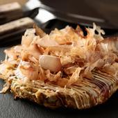 定番中の定番のお好み焼き。たっぷり野菜とカリカリ豚肉がたまらないおいしさの『豚玉』