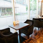 デートや友人との会食に使いやすい二人用席