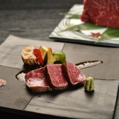 和食に合うようにモモ肉を使った『松阪牛のロースト』(コース内の一品)