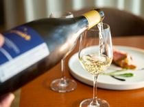 ソムリエがテイスティングして仕入れる10か国以上のワイン