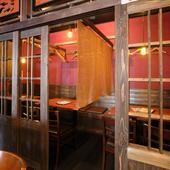 個室が用意され、どことなくレトロな雰囲気も魅力