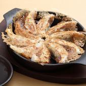 もっちり芳ばしい餃子を柚子胡椒で食べる『博多鉄鍋一口餃子』