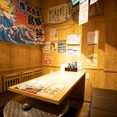 カーテンで仕切れる半個室もあり。早めの予約がオススメ