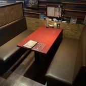 ゆったりと過ごされたい時にはこちらのテーブル席へ。