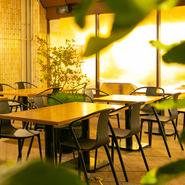 乾杯ドリンク付きプランやフリードリンク付きのプランもあり。プライベートな食事会から結婚式二次会といった大人数でのパーティーまで、幅広いシチュエーションに活躍してくます。