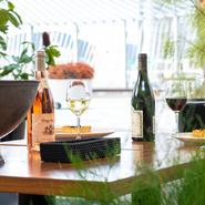 国産ワインをはじめとした選りすぐりのドリンクメニュー。もちろん広島県産ワインもピックアップ。瀬戸内産みかんジュースなどソフトドリンクもこだわりのラインナップとなっています。