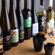 アメリカやフランスをはじめ、海外の醸造所で生産される『SAKE』。ワインを意識したもの、ナッツの香りが広がるものなど、個性豊かなお酒がそろいます。あれこれ楽しみたいなら、50mlのお試しグラスがオススメ。