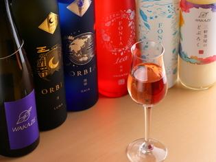気になるお酒は気軽にトライ。50mlのお試しグラスを用意