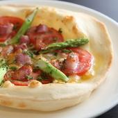 ブロードやピザ生地も一から手づくりするオリジナル料理