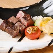 神戸とんぼの定番コース料理は、 「A5厳選黒毛和牛ステーキ」をメインとした約10品の鉄板コース料理。  A5ランク11~12番の黒毛和牛肉だけを焼く。 炊き立て土鍋ご飯と一緒に楽しめる。