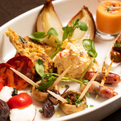 明石産の鮮魚、和牛や希少豚など素材の味を活かした料理の数々