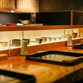 作家ものの器で楽しむ日本酒をはじめ、お酒も充実