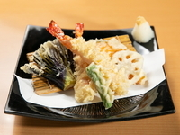 そばやお酒のお供に最適な『大海老の天ぷら盛り合わせ』