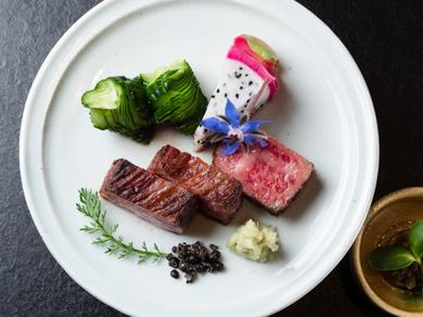 コースのメイン『ステーキ』で使用される、「牛肉の聖地」で大切に育てられた『幻の津山和牛サーロイン』