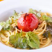 フルーツトマト丸ごと乗せペペロンチーノ