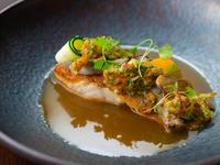 シェフの五感によって生まれる/魚の料理