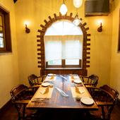 半個室も完備され、家族の記念日や接待にも利用可能