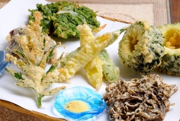 沖縄食材が満載の『天ぷら盛り合わせ』