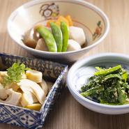 無農薬のお米でつくった日本酒や有機ワイン、クラフトビールなど、ドリンクにも特別のこだわりがある【おせっかい食堂 KAINA~海菜】。体にうれしい料理とあわせて、堪能してみてはいかが。