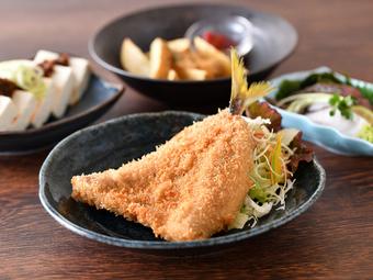 鮮度抜群の『地魚フライ』、地元野菜を使った『お惣菜』