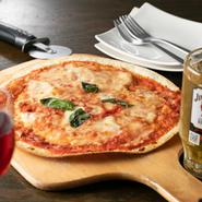 おつまみからメインディッシュまで、イタリアンをベースにした幅広い創作料理が楽しめます。
