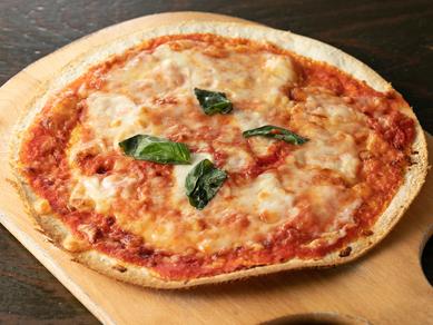 パリパリ食感がたまらない『マルゲリータピザ』