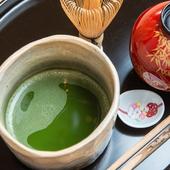 京都の日本茶専門店の挽きたて抹茶を丁寧に