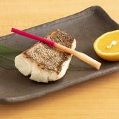 旨味を引き出し焼き上げる『焼き物:熟成魚の塩焼き』