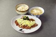 箸で切れる程柔らかく煮込んだ虎仙自慢の逸品。 お好みで辛子をつけてどうぞ。