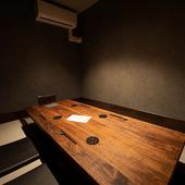 リラックスして食と会話に没頭できる個室空間