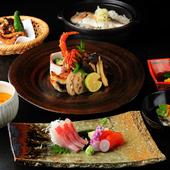 季節の食材を中心に使用し、移り行く四季をお膳の中に表現した芸術的な逸品『おまかせ膳』