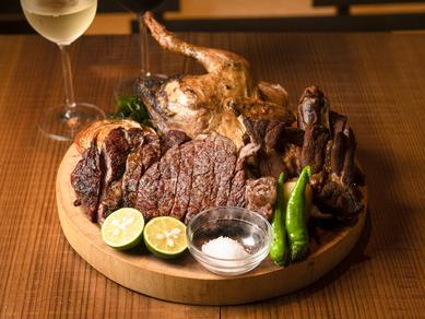 豊かな河川と肥沃な土地で育てられた徳島が誇る牛・豚・鶏を一皿で堪能『阿波尽くし 肉プレート全部のせ』