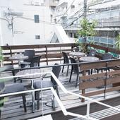 都会の中に現れたオアシス、ペットと一緒に利用できるテラス席