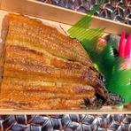 もちろんそのままでもお召し上がりいただけますが 鰻のタレが付属の容器が別に入っておりますので いろいろアレンジしてみてはいかがでしょうか