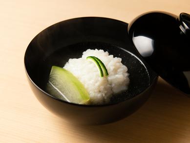 良質で味わいのよい最高級ハモを使った『ハモ椀』