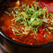 スパイスが効いた旨辛メニュー。麻婆麺専門店の味を満喫できる『四川鶏麻婆豆腐』