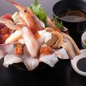 当店のイチ押し!豪快海鮮丼!溢れんばかりの豪快な海鮮丼です!