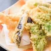 豊洲市場から仕入れる新鮮な魚介を使用。職人技が光る和食に舌鼓