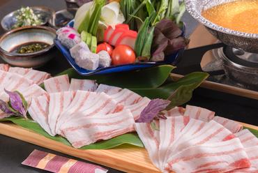 沖縄県産あぐー豚のとろける旨みに舌鼓『厳選あぐーと島野菜のしゃぶしゃぶコース』