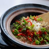 万願寺唐辛子とじゃこ山椒の土鍋炊き込みごはん
