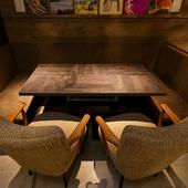女性に人気のコの字型ソファーテーブル席