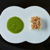 目で舌で味わう、美しい一皿『前菜 チーズケーキ自家製春菊のジェノベーゼ』