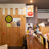 懐かしく会話もはずむ、昭和レトロな小物が飾られた店内